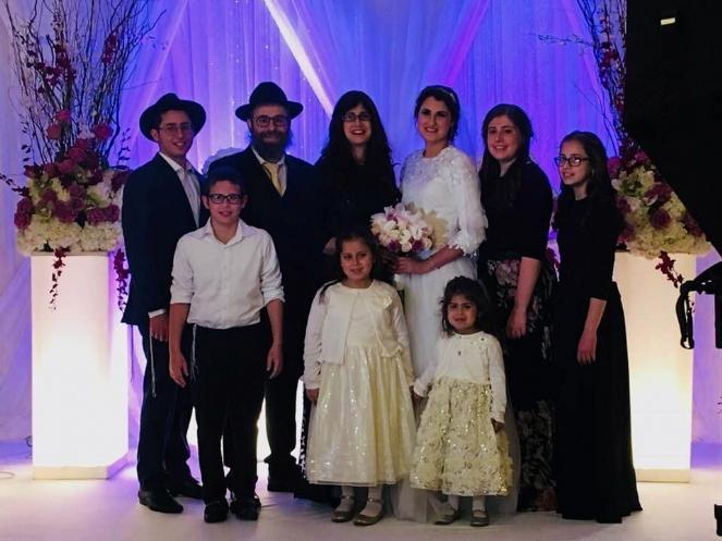 SARA WEDDING FAMILY PICTURE.jpg