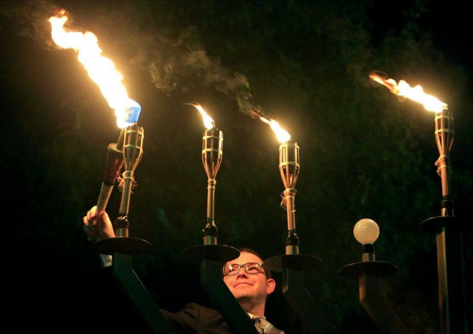 daniel agranov lights uptown menorah - chron.com.jpg